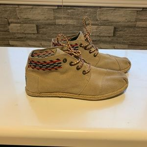 TOMS Suede Embroidered Chukka Boot
